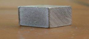 En kub med aluminium